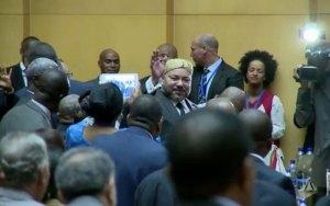 إفريقيا تقف للملك محمد السادس في افتتاح القمة الافريقية
