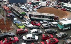 كارثة بيئية تحذق بمدينة الدار البيضاء..ارتفاع معدلات تلوث الهواء بعوادم السيارات بحوالي 25 في المائة