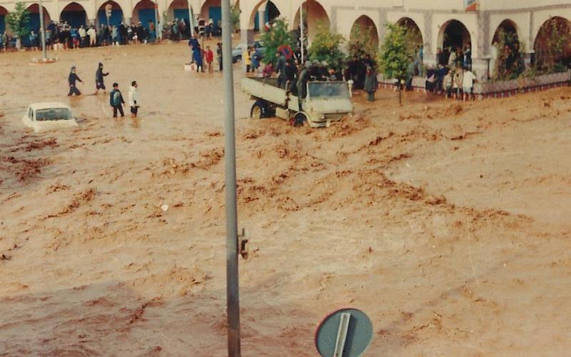 فضيحة الفيضانات بتطوان.. أمطار الخير تغرق مئات المنازل وتهدم جدراناً وتجرف سيارات