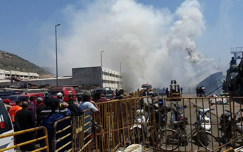 احتراق باخرة بميناء أكادير يثير استنفار السلطات