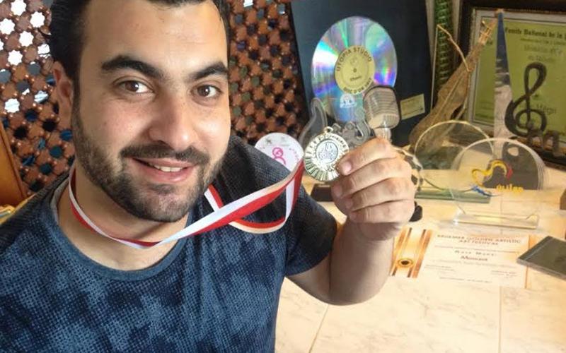 مؤسسة فنية بلجيكية تمنح نصر مكري ميدالية وديبلوم في صنف الموسيقي