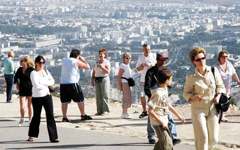 المغاربة والألمان ينعشون السياحة في مدينة أكادير خلال مارس الماضي