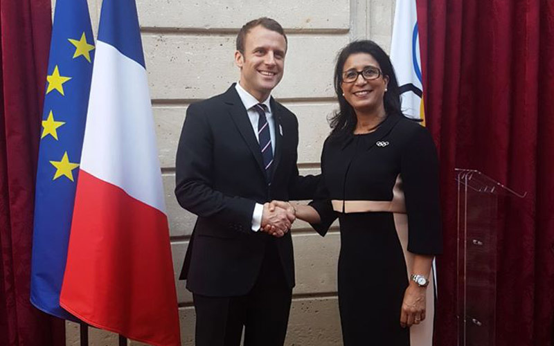 نوال المتوكل في ضيافة الرئيس الفرنسي الجديد.. وإشادة واسعة بالبطلة المغربية