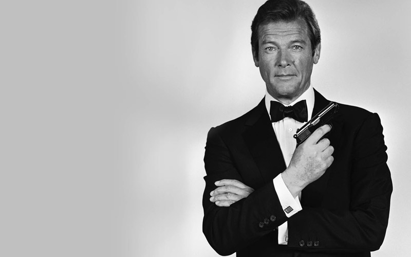 وفاة العميل السري روجي مور 007