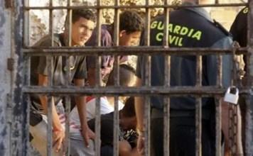 الأمن المغربي يتصدى لمهاجرين حاولوا اقتحام سبتة