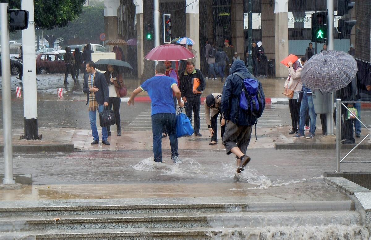 نشرة إنذارية | أمطار رعدية مصحوبة بـ'التبروري' الجمعة والسبت بهذه المناطق