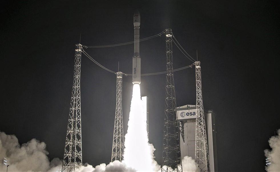 """بالفيديو.. هكذا نجح القمر الاصطناعي """"محمد السادس ب"""" في بلوغ الفضاء"""