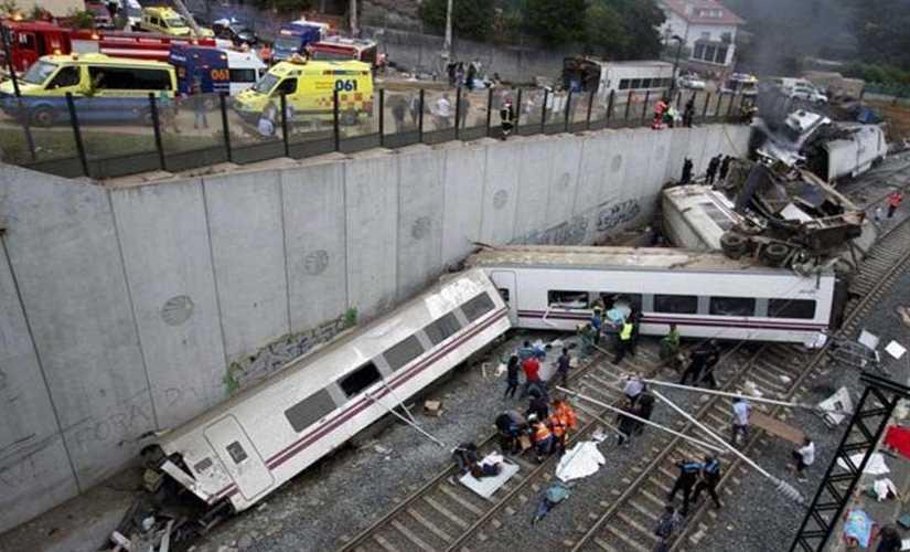 مصرع شخص وإصابة 6 آخرين في خروج قطار ركاب برشلونة عن مساره