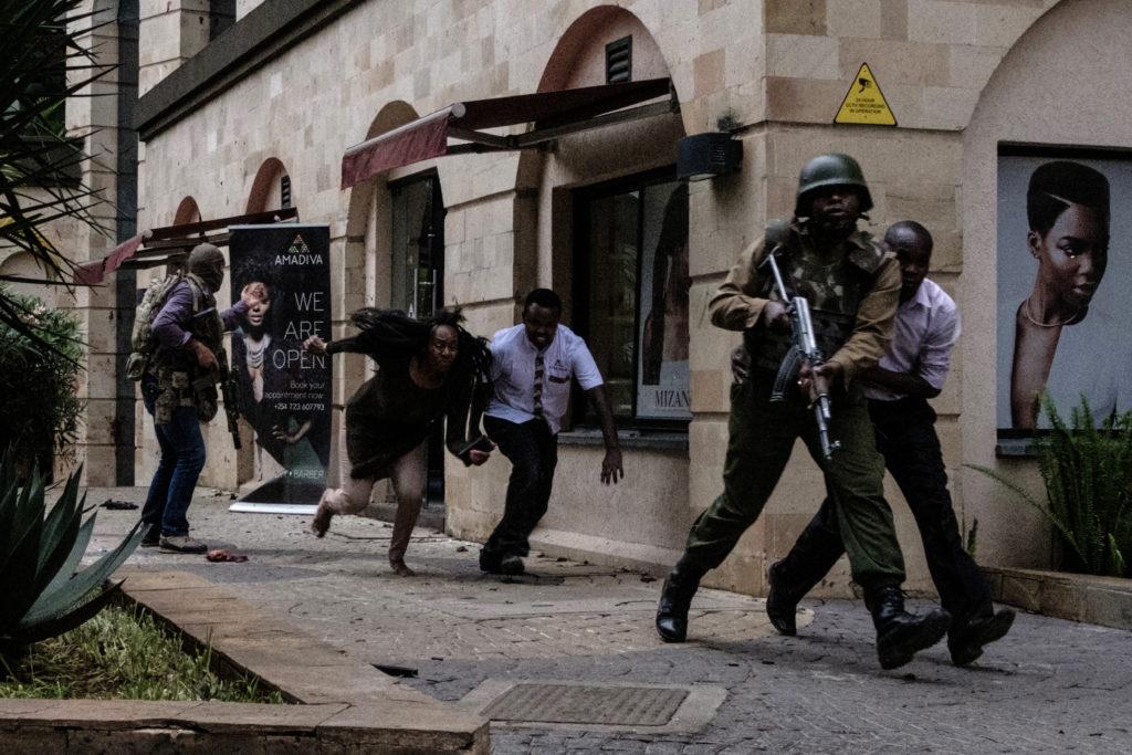 البحث جارٍ عن هويات الضحايا.. مجزرة إرهابية تُسقط 15 قتيلا بفندق سياحي في كينيا