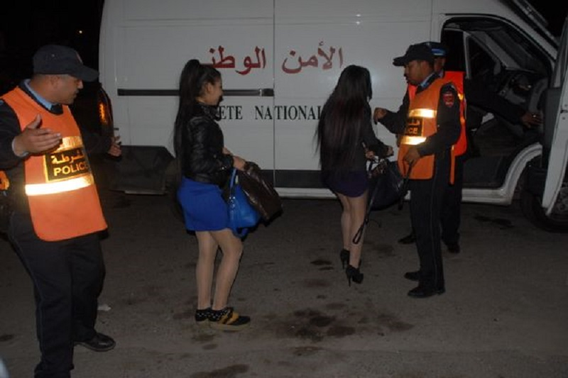 فضائحهم بمراكش.. اعتقال 14 فتاة والإفراج عن 09 خليجيين بفيلا للدعارة الفاحشة