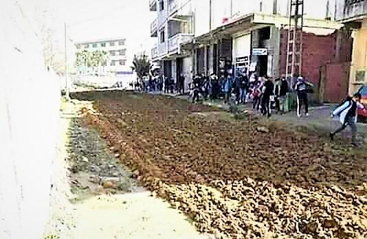 سابقة في الاحتجاج.. ساكنة ميسور غرسوا الخيزو والبطاطا لتأخر تزفيت الطريق