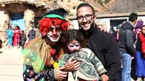 يوسف المزوزي.. 'مُهرّج' يرسم البسمة ويحمل أصوات المهمشين بقرى المغرب