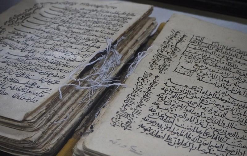 باحث فرنسي يكتشف مصاحف القرآن القديمة بإفريقيا من المغرب