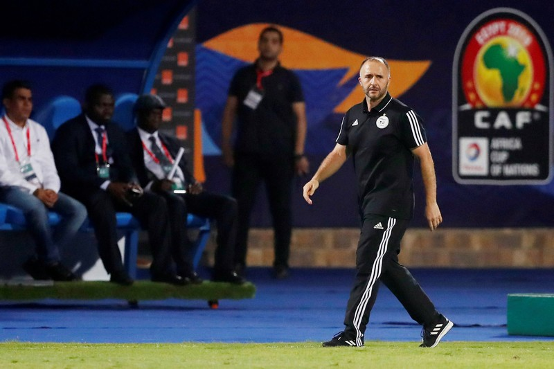 بلماضي ينتقد وضعية الملاعب الجزائرية ويثني على ملعب مراكش