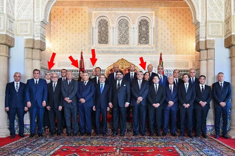صور وزيرات العثماني مختفيات وراء الوزراء تثير الاستغراب.. أين المساواة؟!