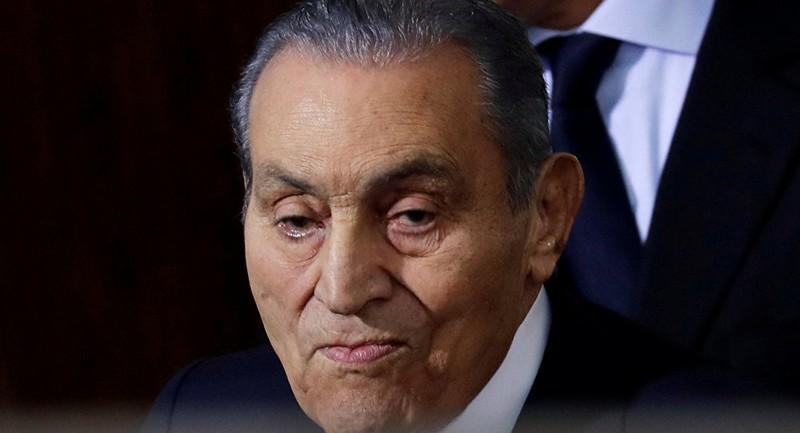 صورة مثيرة جديدة لحسني مبارك.. وحفيده: بطل الحرب والسلام!