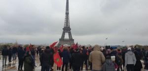 بالصور. آلاف المغاربة بباريس يحتجون دفاعا عن قدسية العلم الوطني