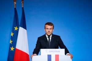 إيمانويل ماكرون يعلن عن قرار فرنسا مصادرة الكمامات الطبية بسبب 'كورونا'