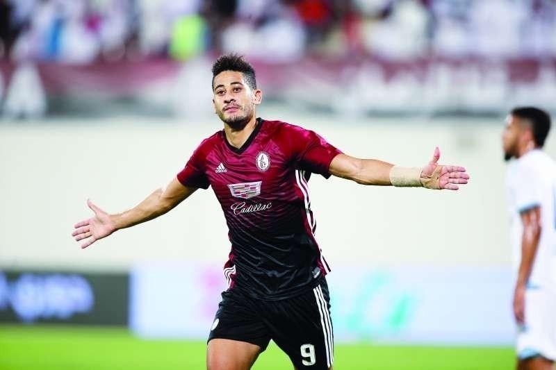 رسميا | المغربي مراد باتنا يرتدي قميص الفتح السعودي لموسمين مقبلين