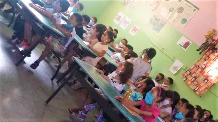 وزارة أمزازي تكشف عن مصدر الصورة الفضيحة: المدرسة بمكناس وستعاقب لأنها خالفت بروتوكول كورونا