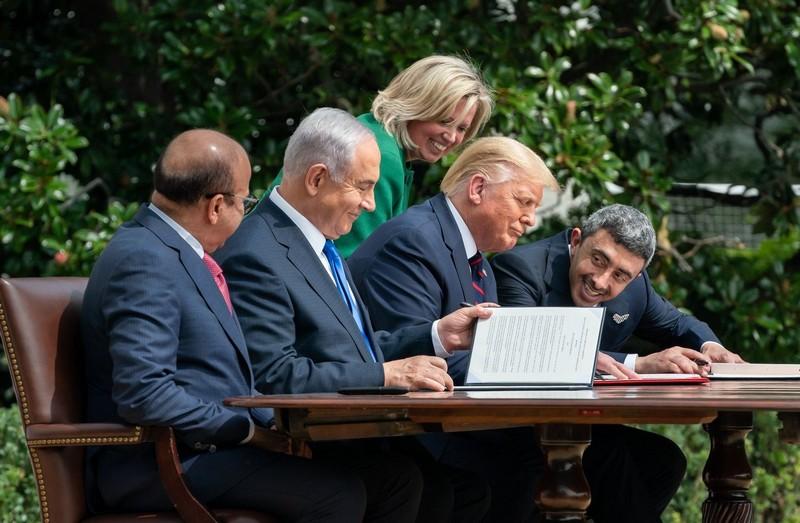 أكاديمي مغربي: ترامب يعتمد ترهيب وترغيب عواصم عربية لقبولها التطبيع مع إسرائيل