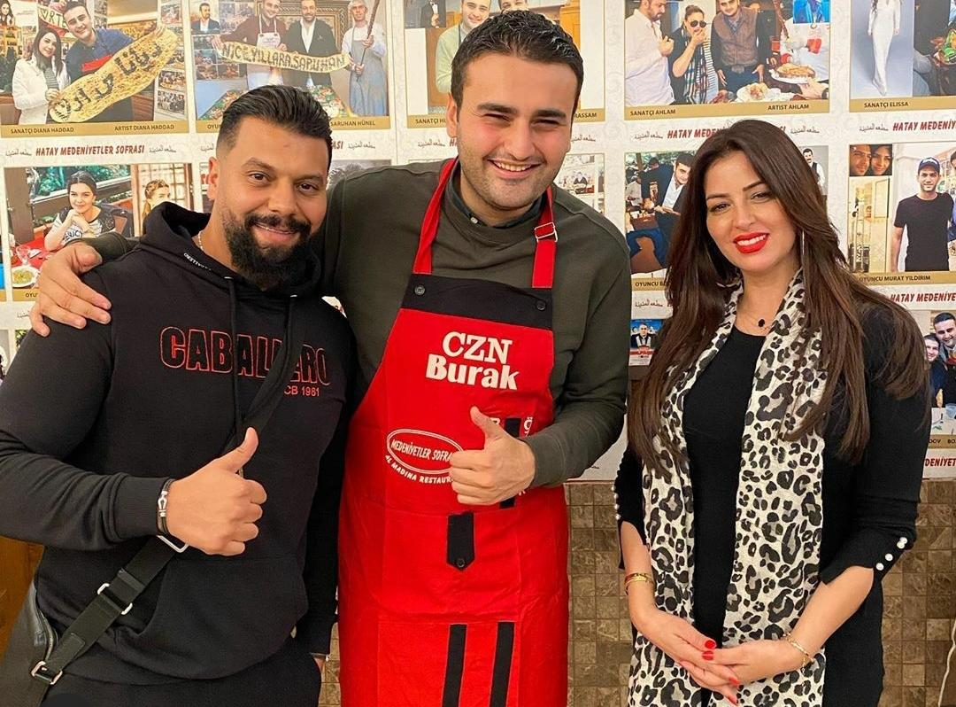 مسلم يصطحب أمال صقر إلى اسطنبول لإحياء حفل فني.. والشيف بوراك يكرمهما بترحيب تركي