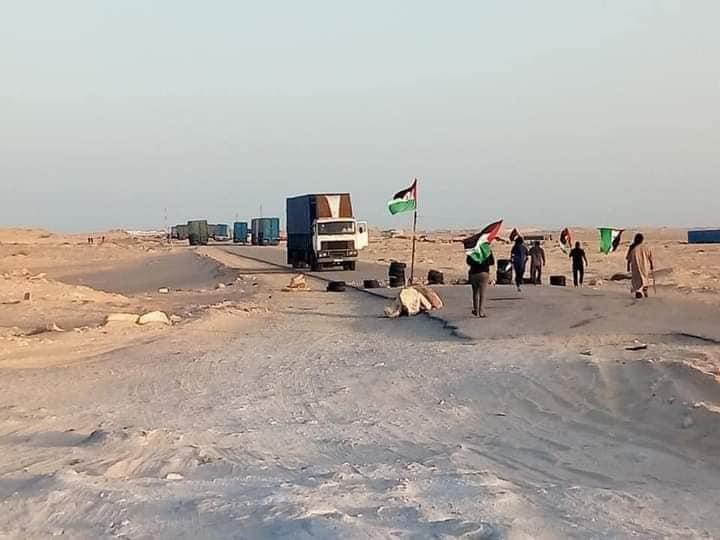 مدعومون بمليشيات البوليساريو.. انفصاليون يغلقون معبر الكركرات الحدودي (صور)