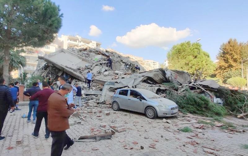 صور وفيديو.. زلزال 7 درجات مدمر يضرب سواحل تركيا.. وخسائر مادية وبشرية كبيرة كحصيلة أولية