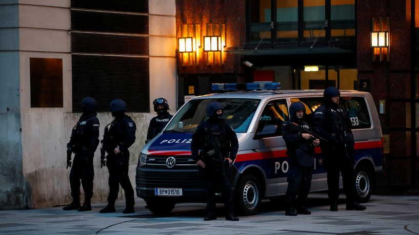 """5 قتلى في هجوم فيينا.. والقاتل من أنصار تنظيم الدولة """"داعش"""""""