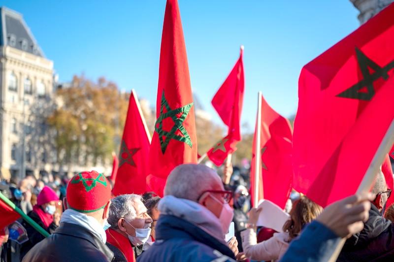 مغاربة إسبانيا 'يزلزلون' العاصمة مدريد بوقفة حاشدة تحاصر مناورات الانفصاليين