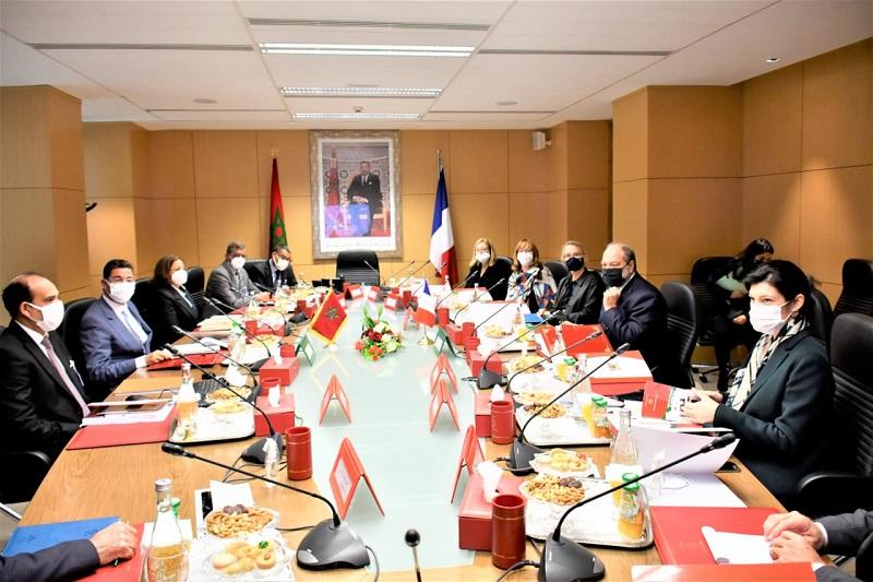 وزير العدل الفرنسي يلتقي عبد النباوي لتدارس آليات التعاون القضائي بين الرباط وباريس