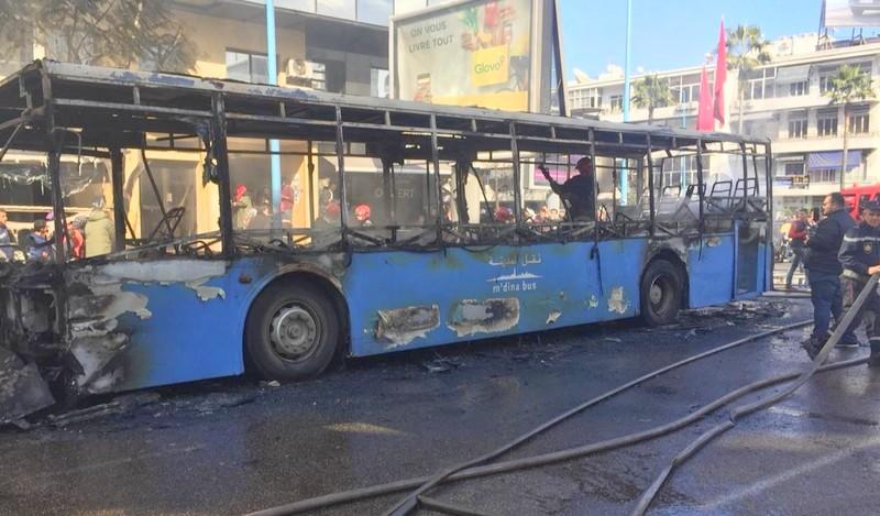 (فيديو) لا ضحايا.. حريق مهول يكبد مستودع حافلات النقل خسائر بالدار البيضاء