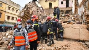 """""""كازا"""". إنقاذ شخص من تحت أنقاض منزل بالمدينة القديمة والبحث جاري عن آخرين"""