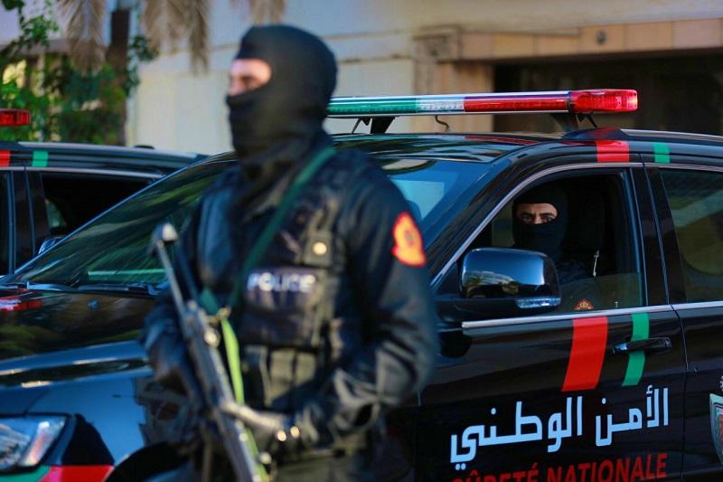 العيون. الرصاص لتوقيف سائق سيارة عرض حياة الناس والشرطة للخطر