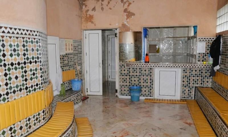 السلطات تقرر الاستمرار في إغلاق الحمامات.. والحكومة تعلن تعويض المتضررين