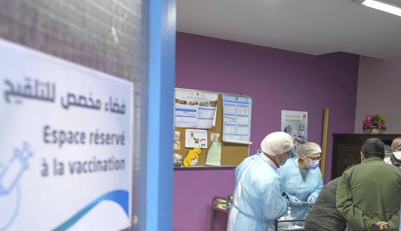 وفاة مسن أمام مركز التلقيح بخريبكة.. وزارة الصحة: أزمة قلبية قبل عملية التطعيم