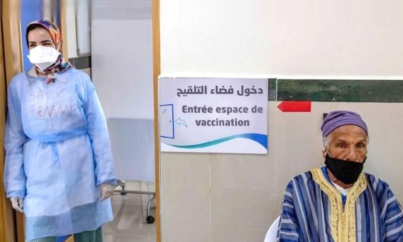 إقبال كبير للمغاربة على مراكز التقليح في أول أيام التطعيم بالجرعة الثانية