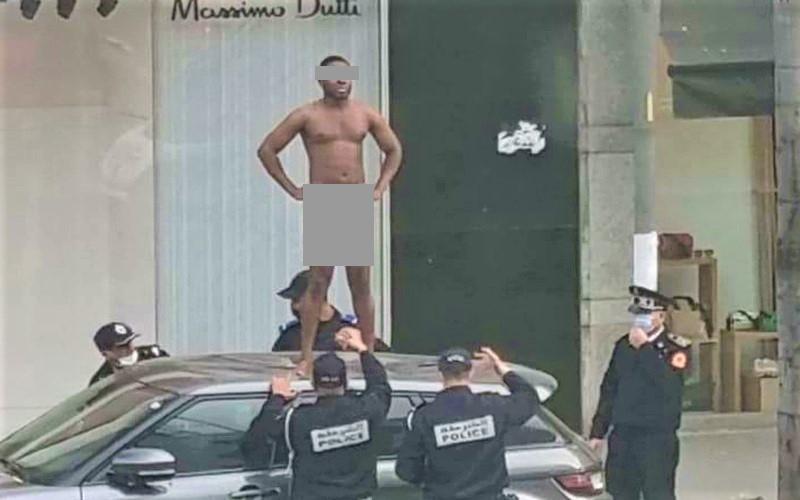 صورة. الأمن يروي تفاصيل ضبط شخص عار فوق سيارة بقلب الدار البيضاء