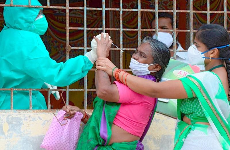 الهند في معركة طاحنة لمواجهة تسونامي كورونا.. 16 مليون إصابة وانهيار تام للنظام الصحي