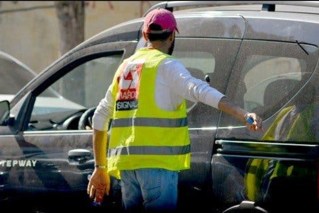 'ضد مول جيلي اصفر'.. مغاربة يطلقون حملة لوقف ابتزاز حراس السيارات