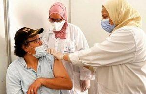 فنانون مغاربة يتقاسمون مع الجمهور تلقيهم للقاح المضاد لكورونا