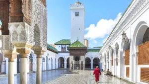 """وفق موسوعة غينيس ويونيسكو.. """"القرويين"""" بفاس أقدم جامعة بالعالم ما زالت تمنح الشهادات التعليمية"""