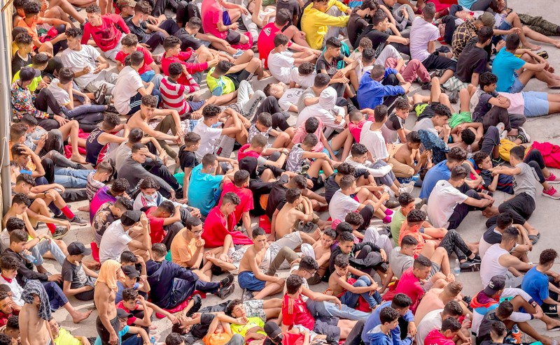 """""""أريد الخروج من هنا"""".. مئات الأطفال المغاربة يواجهون ظروفا قاسية بسبتة المحتلة"""