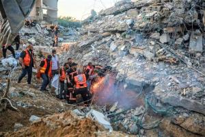 مأساة إنسانية بغزة.. مقتل أسرة من 6 أشخاص وجنين في بطن والدته (صور)
