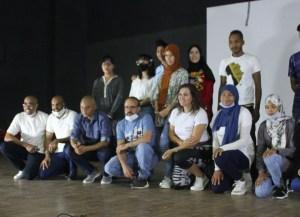 أجواء المسرح تعيد الابتسامة للسعدية لديب وزملاءها