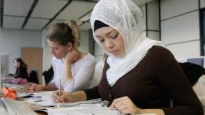 المحكمة العليا بالاتحاد الأوروبي تجيز منع ارتداء الحجاب داخل أماكن العمل