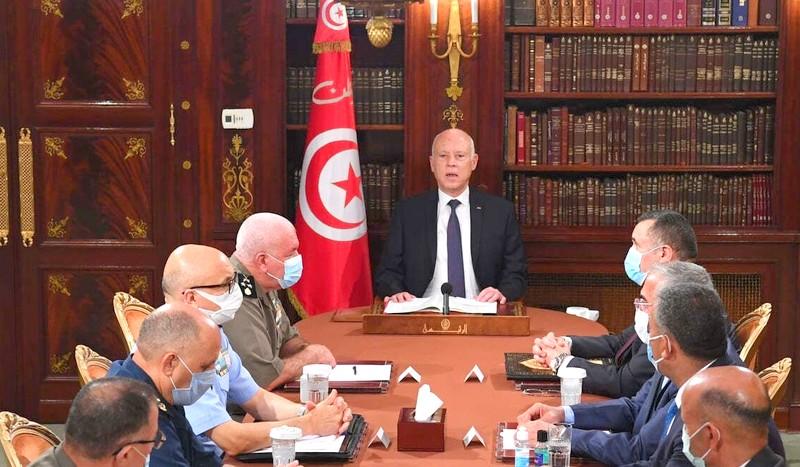 الجيش التونسي ينزل للبرلمان بعد قرار سعيد تجميده وعزل رئيس الحكومة.. الغنوشي: انقلاب!