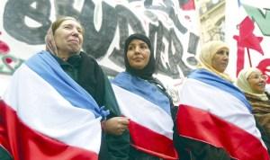 ناشطة فرنسية: المسلمون يواجهون ممارسات عنصرية 'قانونية' من الحكومة الفرنسية