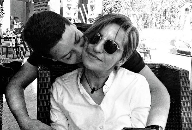 لم يتجاوز ربيعه الـ17.. المخرجة نرجس النجار تفقد ابنها الوحيد