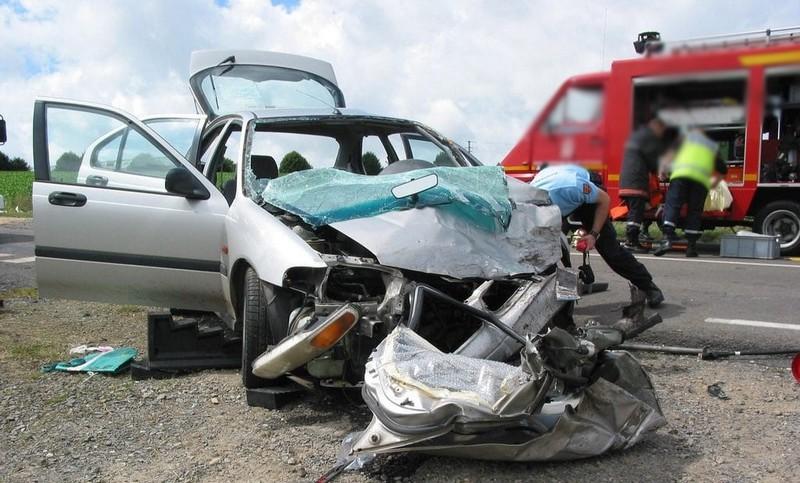 فاجعة. حادثة سير مروعة تقتل 6 أفراد داخل سيارة في 'بئر أنزاران'